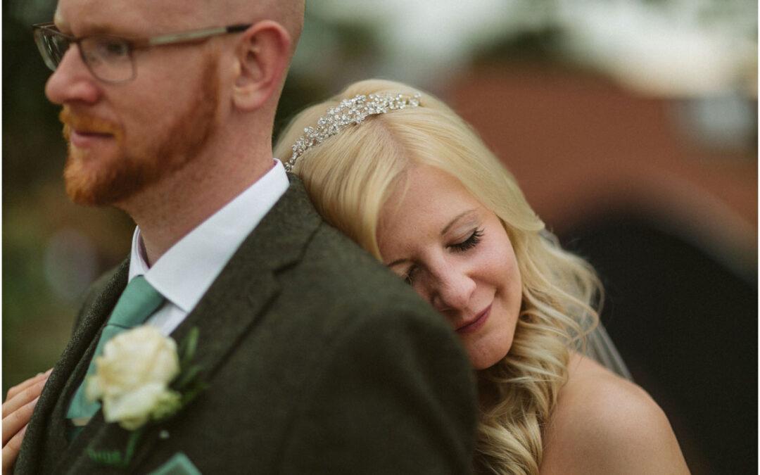 Modny ślub w starej stodole – Janny + Phil