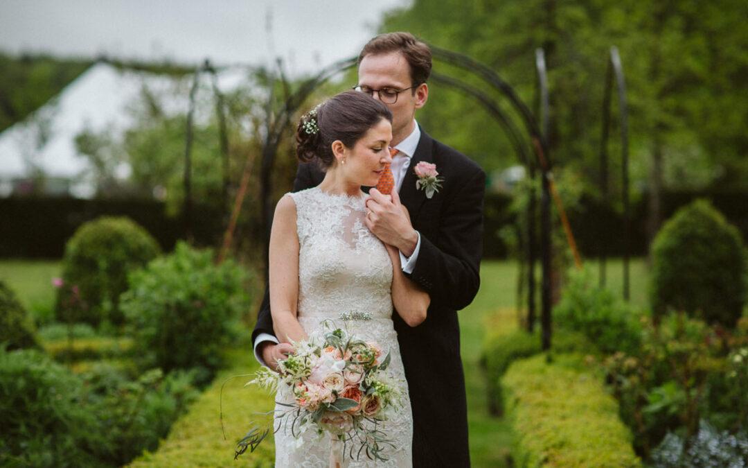 Plenerowy ślub w deszczu – Saskia + Will